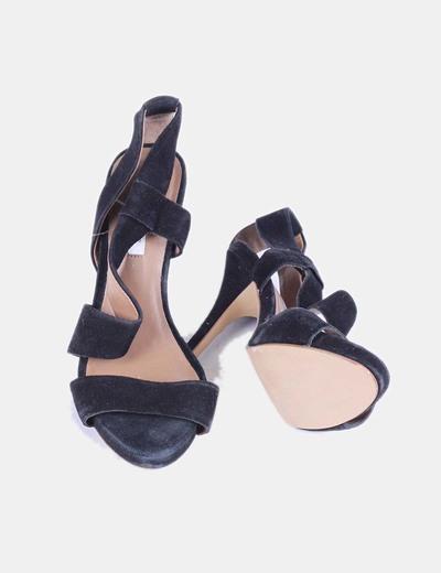 Sandalia negra de terciopelo