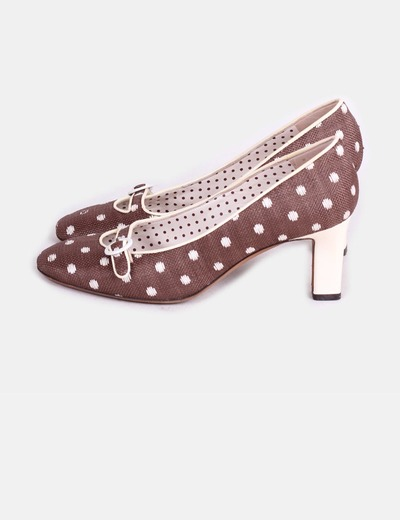 Zapato marrón con lunares blancos Moschino
