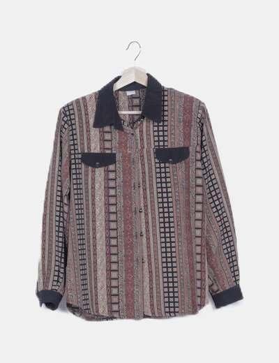 Camisa marrón étnica con hombreras