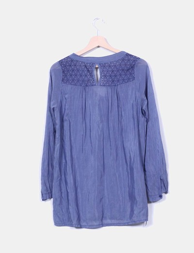 Camisa azul bordada
