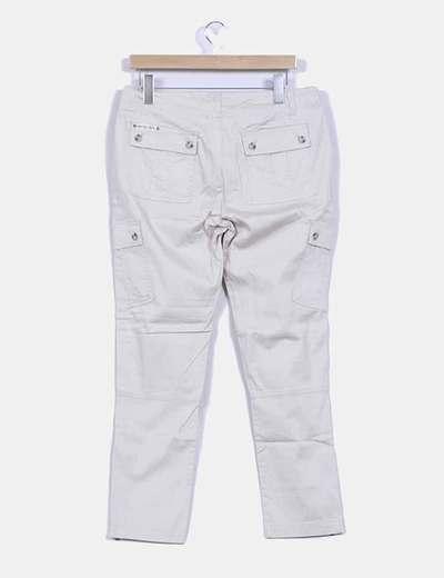 Pantalon beige estilo safari