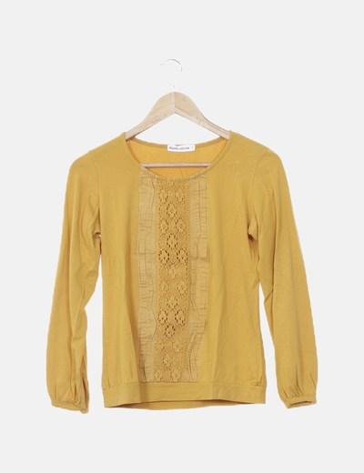 Camiseta amarilla detalle bordado