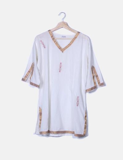 Blusa beige con bordados