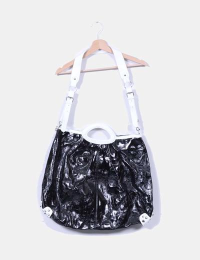 Bolso negro y blanco acharolado con tachas NoName