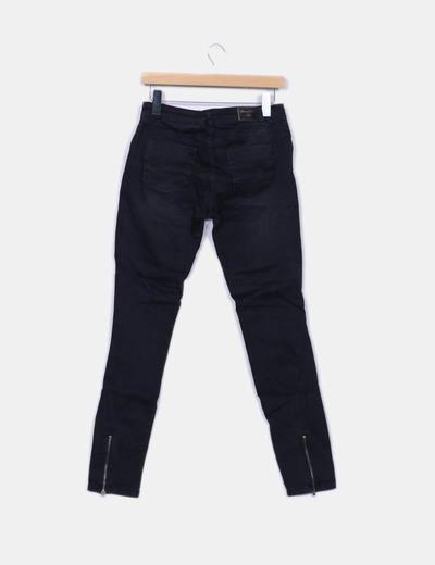 Jeans denim pitillo negro
