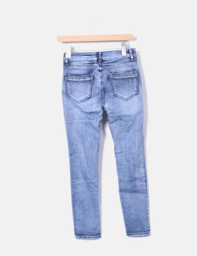 Jeans denim pitillo con perlas
