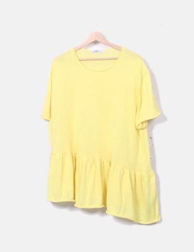 Top tricot amarillo volante oversize