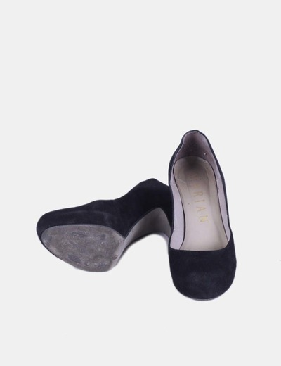 Zapato negro de terciopelo