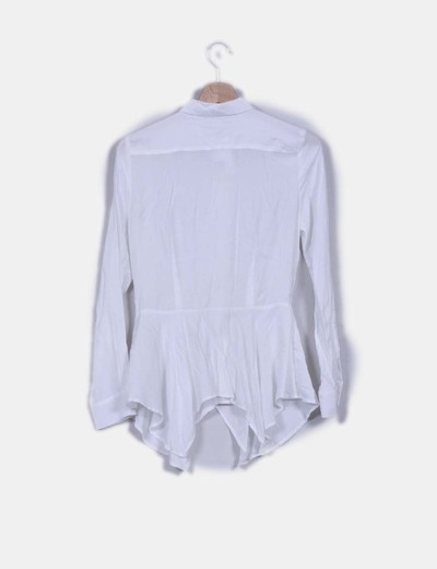 Camisa blanca detalle vuelo