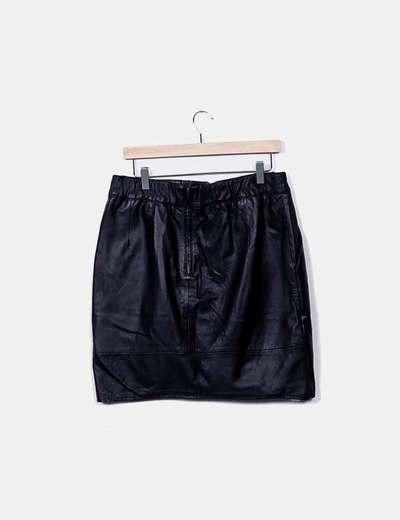 084baf378 falda-midi-negra-de-piel.jpg