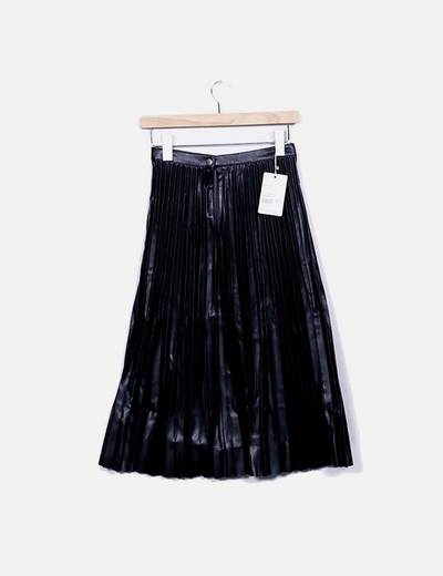 Falda midi plisada polipiel negro
