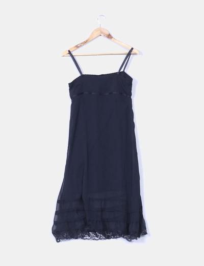 Vestido negro vaporoso combinado