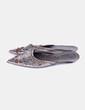 Zapato terminado en punta plateado detalle bordado NoName