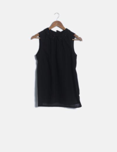Blusa negra detalle cuellos