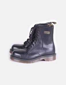 Bota estilo militar color negro modelo edición limitada Dr. Martens 0433927a5adda