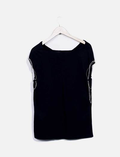 Camiseta negra mangas cadena