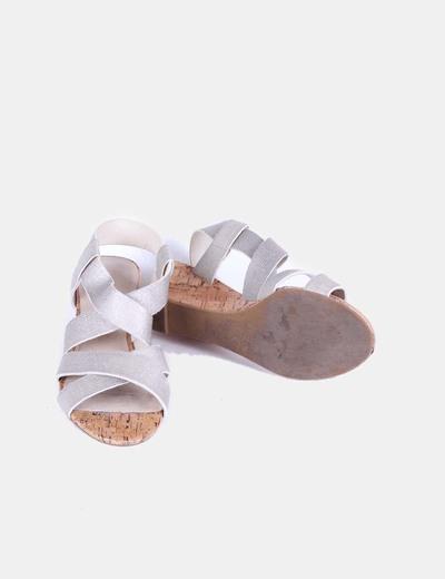 Sandalias de tiras doradas