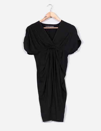 Vestido negro con pliegues Zara