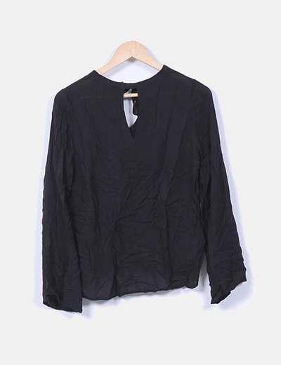 Blusa negra fluida manga larga