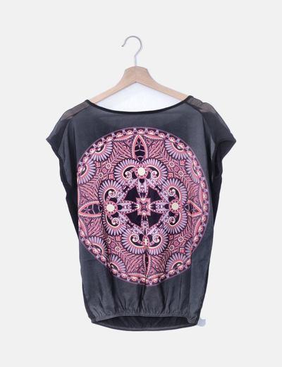 Blusa negra combinada print