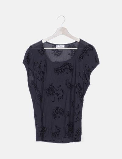 Camiseta negra detalle terciopelo