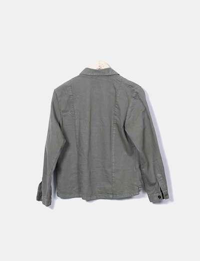 Camisa verde militar con abalorios