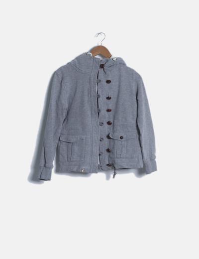 Chaqueta gris con capucha