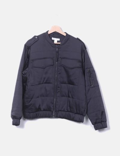 Cazadora negra satinada bolsillos H&M