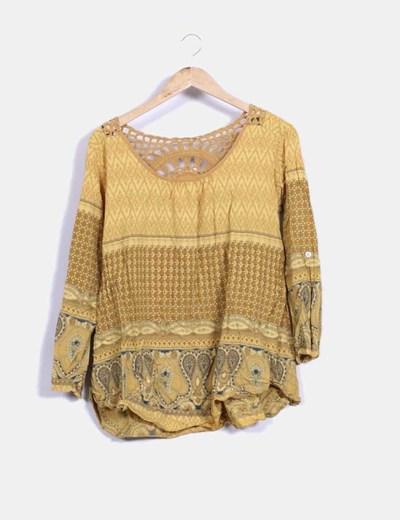 Blusa en color mostaza con estampado combinada conc rochet NoName