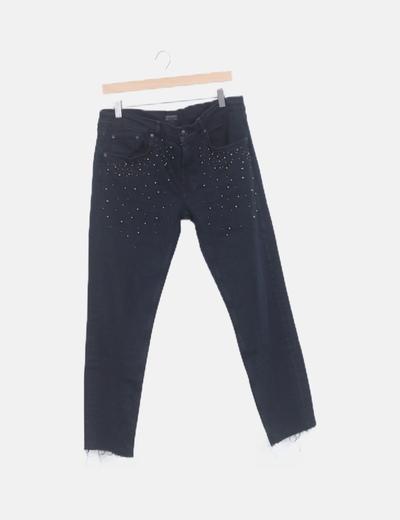 Pantalón denim negro con abalorios