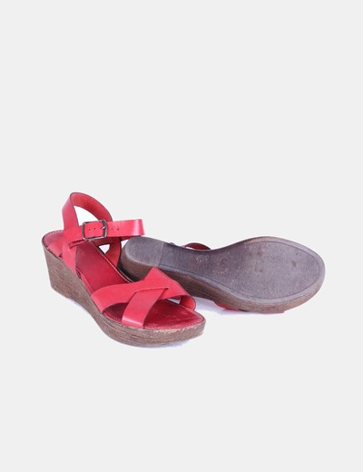 Sandalia roja de cuna