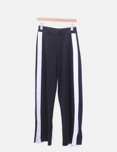 Pantalón negro corchetes laterales