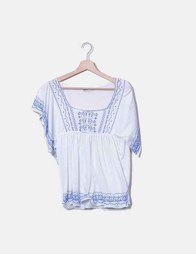 Blusa blanca print azul Lefties