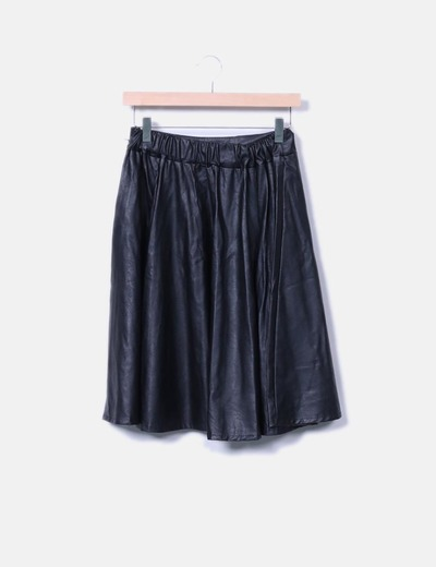 Falda midi negra efecto cuero NoName