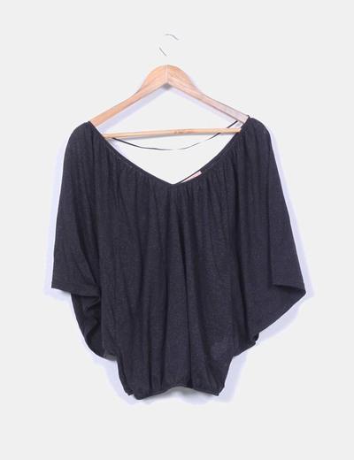 Blusa negra abullonada