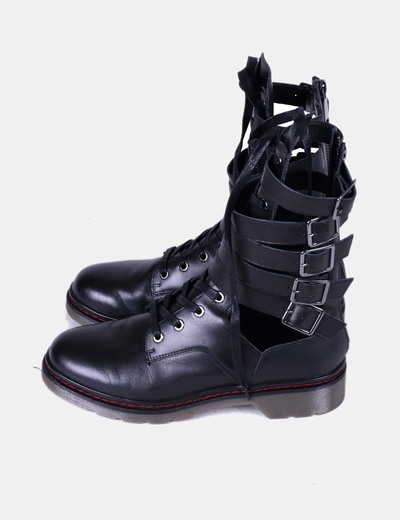 Botas militares negras con aberturas laterales Zara