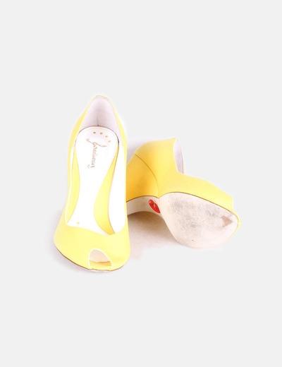 Zapato peep toe de cuna amarillos