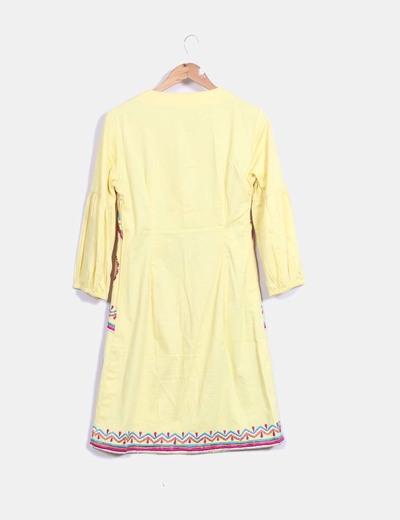 Vestido midi amarillo con bordado multicolor