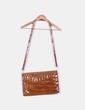 Bolso marrón acharolado texturizado NoName