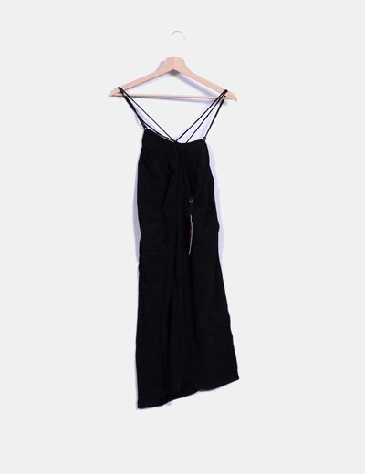 Vestido negro con tirantes cruzados