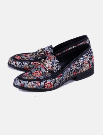Zapato plano texturizado con estampado floral multicolor