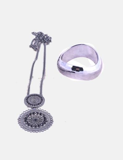 Conjunto de collar y pulsera plateada