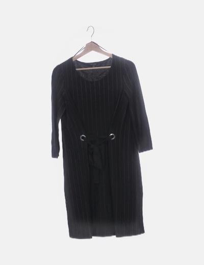 Vestido negro detalle lazo