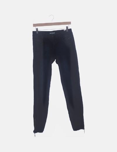 Pantalón denim oscuro pitillo