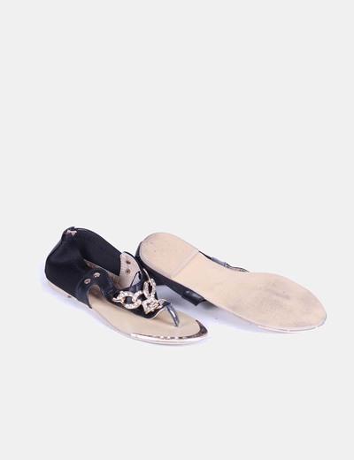 Sandalia negra con cadena y strass