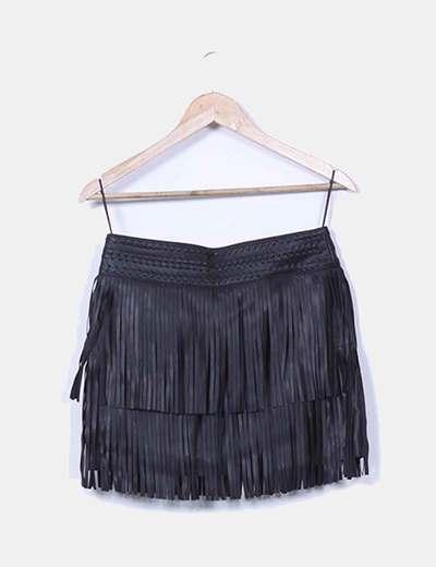 050a5d88a Falda negra de polipiel con flecos