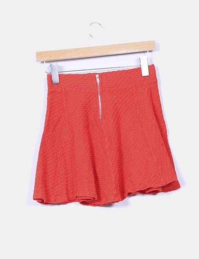 Mini falda roja texturizada evase