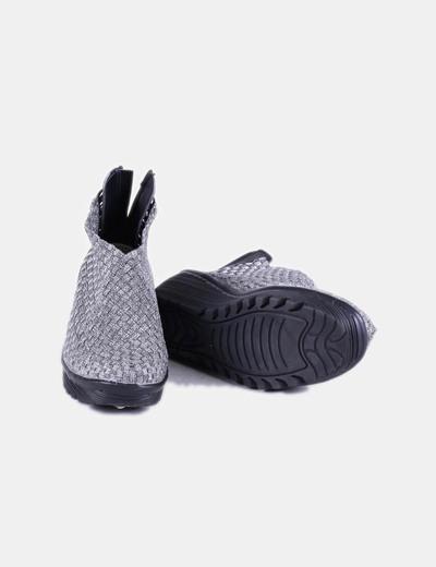 Zapato plateado con cuna