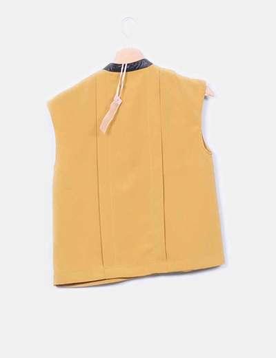 Blusa mostaza detalle polipiel