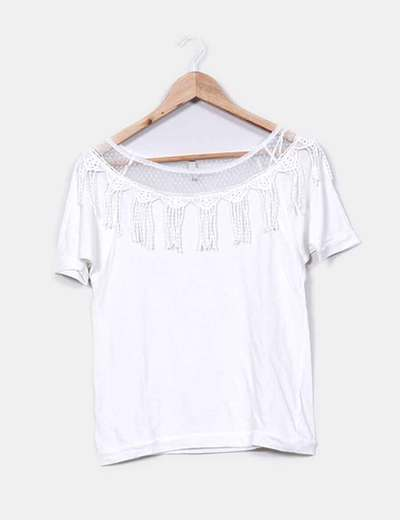 Camiseta blanca detalle flecos Stradivarius